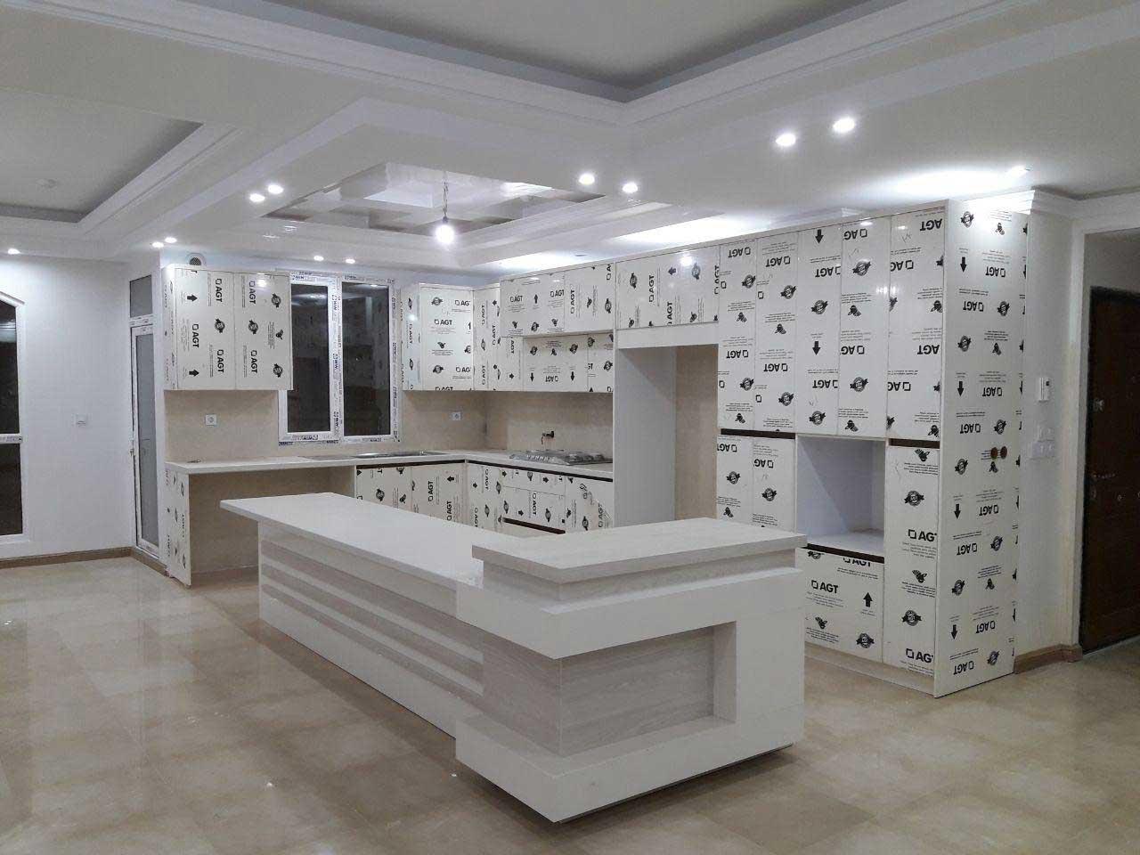 کابینت هایگلاس سفید